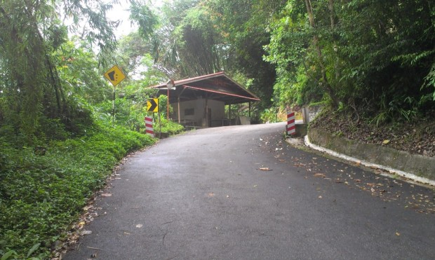 and here is the rest area that is between Kilometre 2.4 and 2.5 from the bottom of the Penang Hill road.