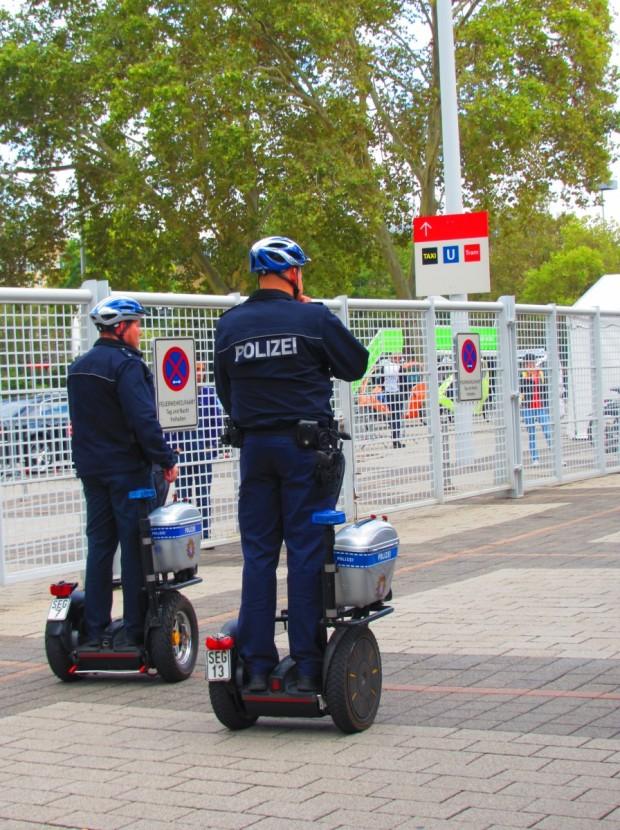 Segway Polizei bei der IAA