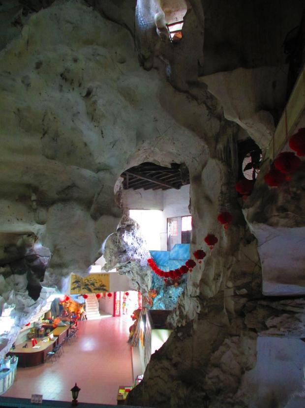 Sam Poh Tong Caves