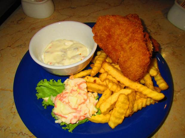 fish and chips were the best item on the coffee shop / restaurant menu at the hotel