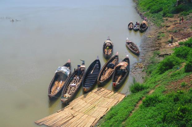 so many rivers in Bangladesh - one scene with boats
