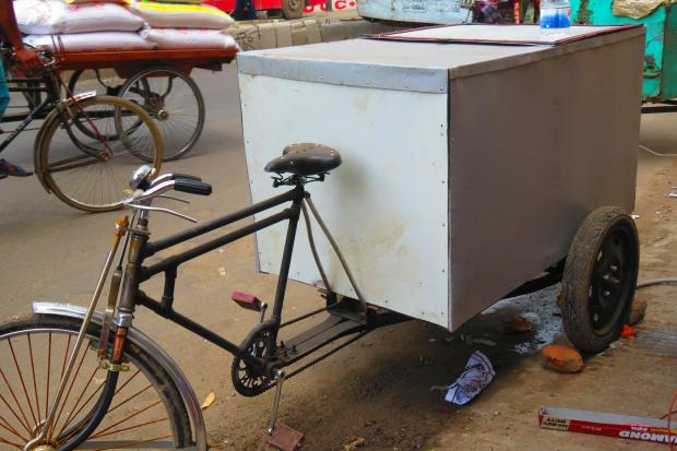 rickshaw holds CNG cylinders