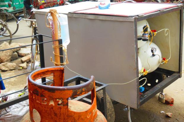 rickshaw holds CNG cylinders