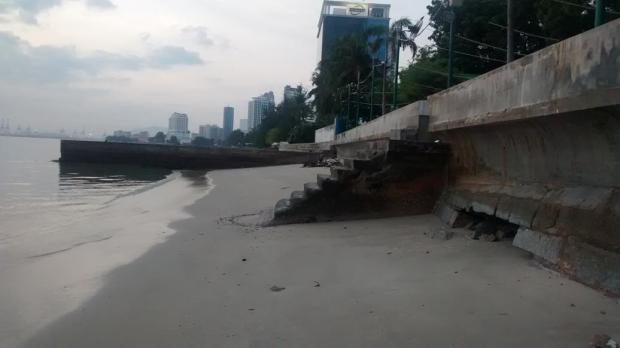 further along the same beach are some steps up to the Hawker Centre