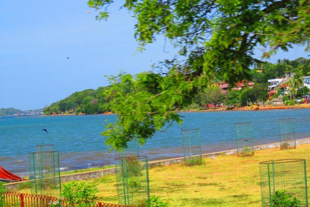 the bay behind Trincomalee