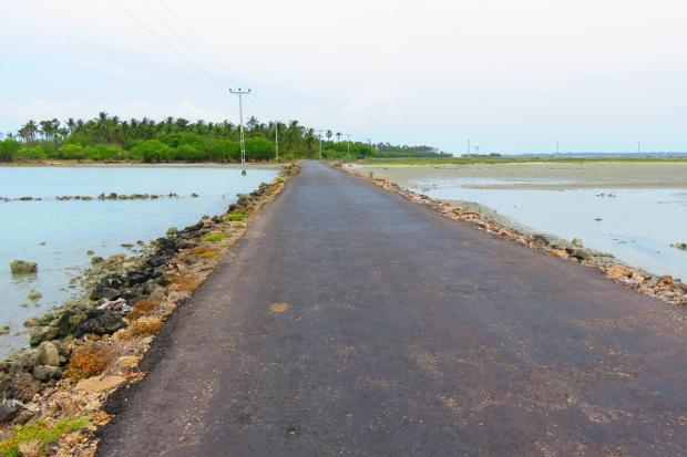 another causeway - to Kurikadduwan Island