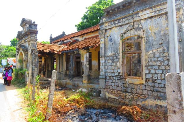 in Jaffna many buildings are still in ruins after the war