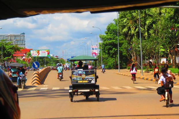 tuk tuks are the main transport mode for tourists