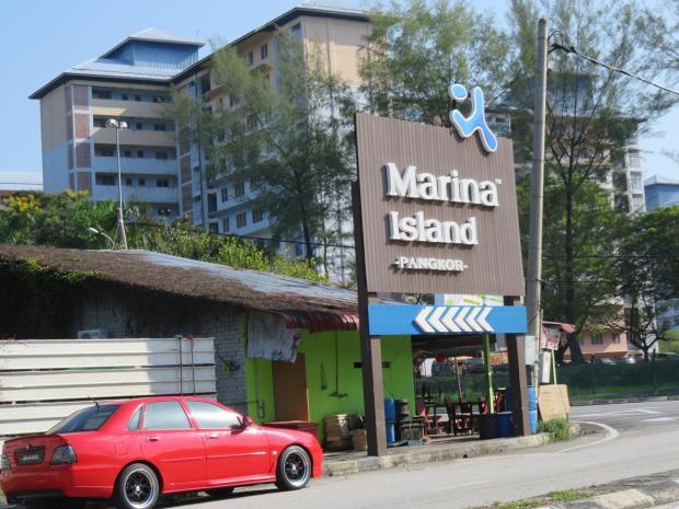 Marina Island entrance
