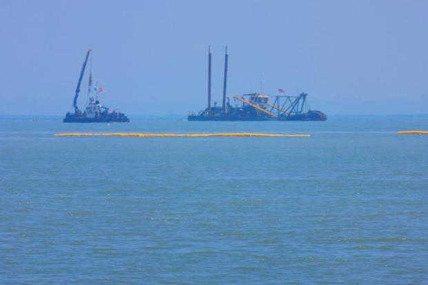 barges / dredges offshore