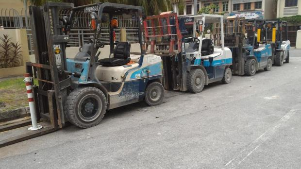 what's the countable noun for forklifts? A bevvy of forklifts? A traffic of forklifts?