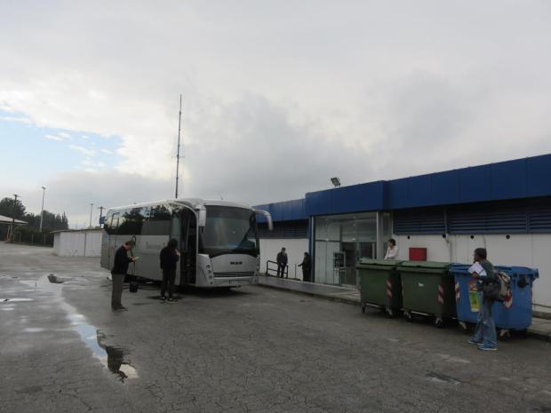 Nicolas Sarkozy and Kirsten Stewart lookalikes having a smoke at the Macedonian border